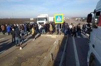 У 10 областях України аграрії знову перекрили дороги, протестуючи проти продажу землі