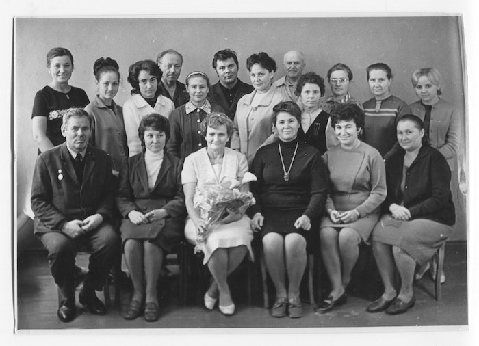 Колектив бюро технічної інформації заводу «Азовсталь». Павло Кашкель п'ятий справа у верхньому ряду, 1972 рік