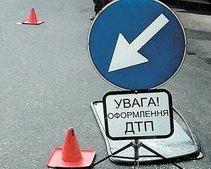 На Днепропетровщине Merсedes врезался в ремонтный «МАЗ»