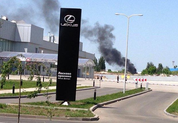 Дим біля аеропорту в Донецьку