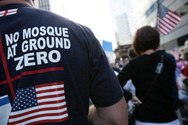 Нет мечети в эпицентре трагедии, - призывает владелец футболки