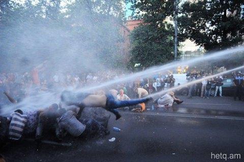 Поліція розігнала сидячу акцію протесту в центрі Єревану