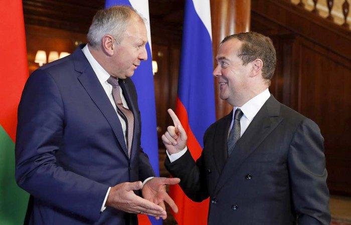Премьер-министр России Дмитрий Медведев и белорусский премьер-министр Сергей Румас встречаются в резиденции Горки под Москвой, 6 сентября 2019.