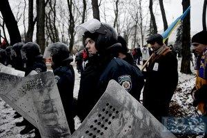 Внутренние войска вытесняют митингующих из правительственного квартала
