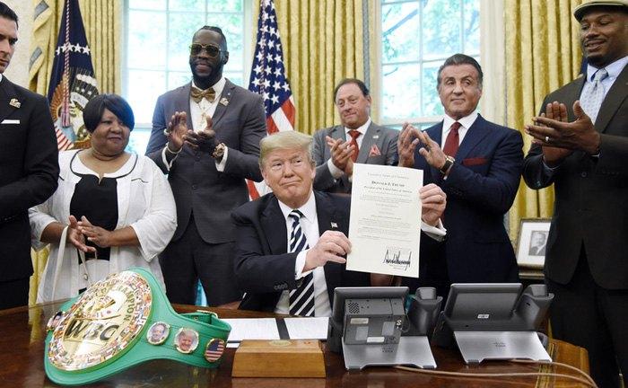 Трамп подписал помилование боксёра Джека Джонсона, Вашингтон, 24 мая, 2018.