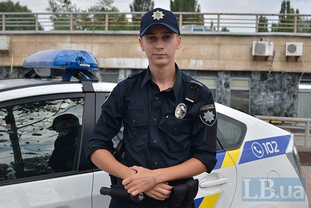 Ґабріель Ревуцький, інспектор патрульної поліції Києва, фото зроблено під час денного чергування