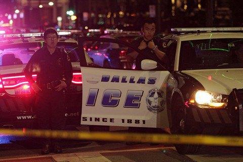 При наезде машины на толпу в Кентукки погибли 2 человека