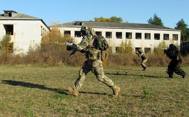 Бойцы ДУК ПС во время тактических учений