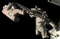 Космонавти провели шість годин за бортом МКС