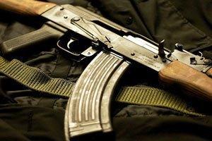 Під Харковом озброєний чоловік застрелив двох людей і взяв заручників (оновлено)