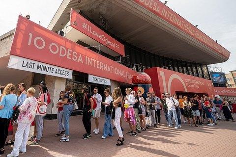 """Гран-прі 10-го ОМКФ отримали """"Додому"""" Нарімана Алієва та """"А потім ми танцювали"""" Левана Акіна"""