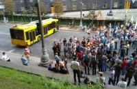 """Представители """"Черкассыоблэнерго"""" заблокировали улицу возле Кабмина"""