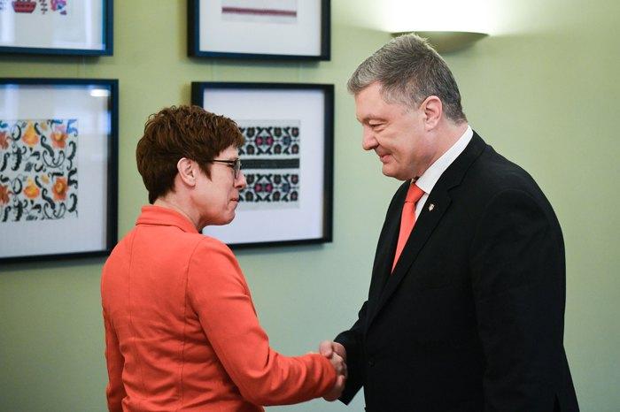 Петро Порошенко і Аннегрет Крамп-Карренбауер