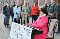 Под Кабмином прошла акция против возведения 14 высоток на месте Сенного рынка в Киеве