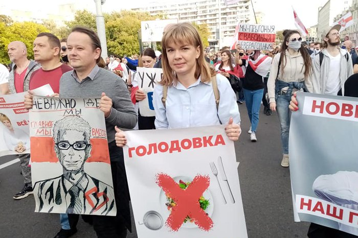 Ксенія Луцкіна (в центрі)