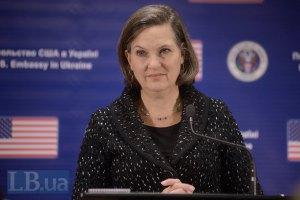 Путин заверил Керри, что хочет выполнения Минских договоренностей, - Нуланд