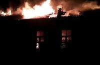 В Конотопе тушили масштабный пожар заброшенного здания
