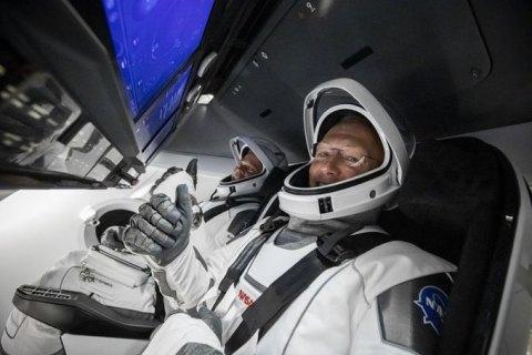 Crew Dragon успішно повернувся на Землю