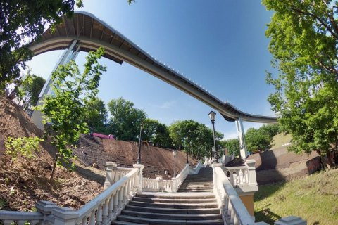 Полиция Киева открыла производство из-за повреждения нового пешеходного моста