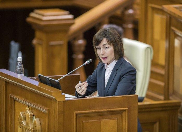 Майя Санду выступает на специальной сессии парламента в Кишиневе,12 ноября 2019.