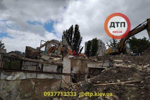 В центре Киева из-за обрушения бетонной плиты погиб водитель экскаватора