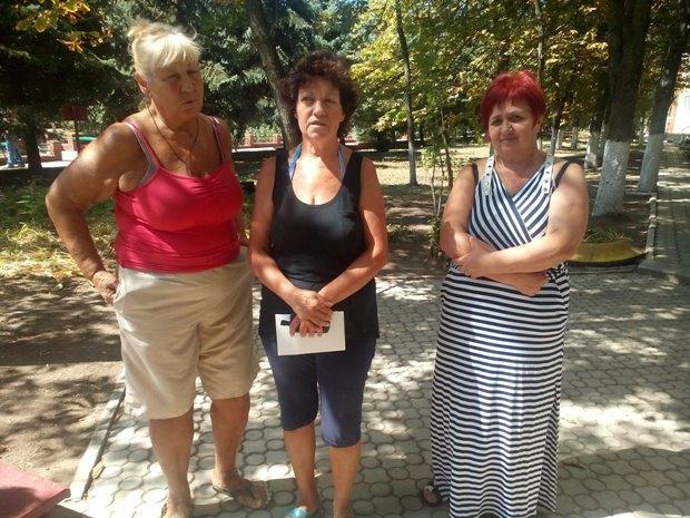 Обитательницы базы отдыха: Ольга Николаевна, Светлана Федоровна и Таисия Федоровна