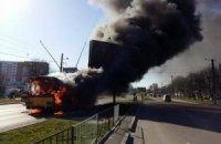 Во Львове посреди улицы сгорел троллейбус