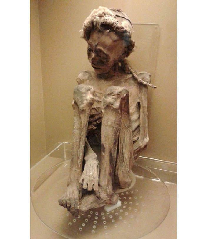 Человеческая мумия из Атакама, Чили, ок. 2700-1400 до н.э.