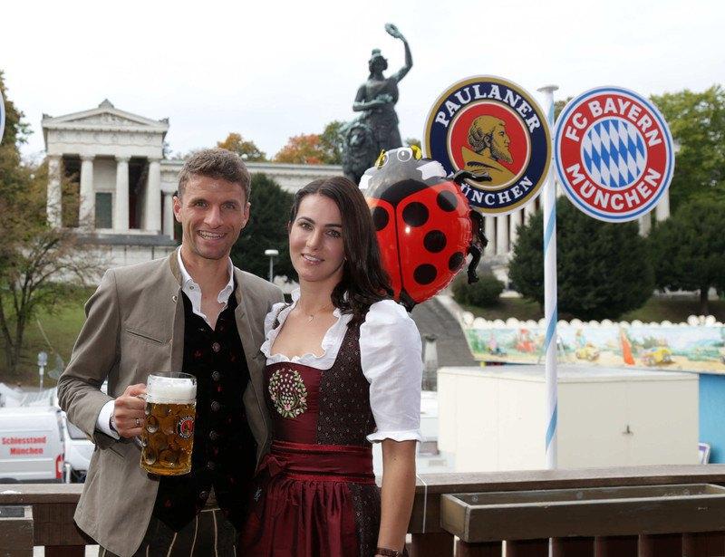 Томас Мюллер с женой Лизой