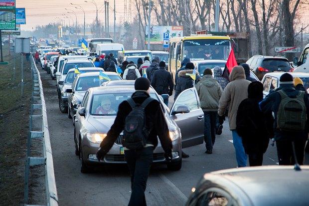 Колонна автомайдановцев в Межигорье