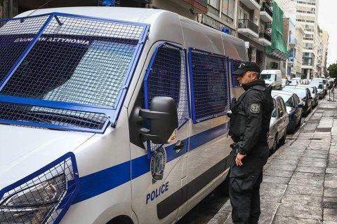 В центре Афин из-за стрельбы задержали более 100 человек