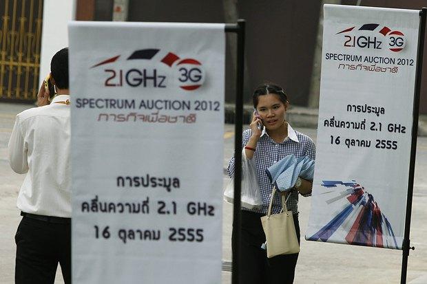 Рекламные растяжки 3G аукциона в Бангкоке,Таиланд в 2012 г.