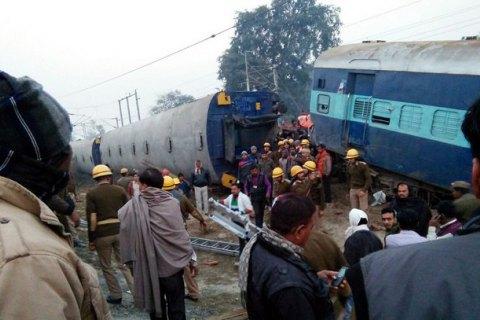 В Індії потяг зіткнувся з вантажівкою, десятки постраждалих (оновлено)