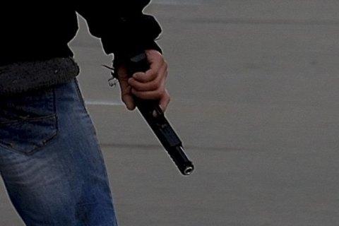 В центре Киева мужчина открыл стрельбу из стартового пистолета из-за очереди в супермаркете