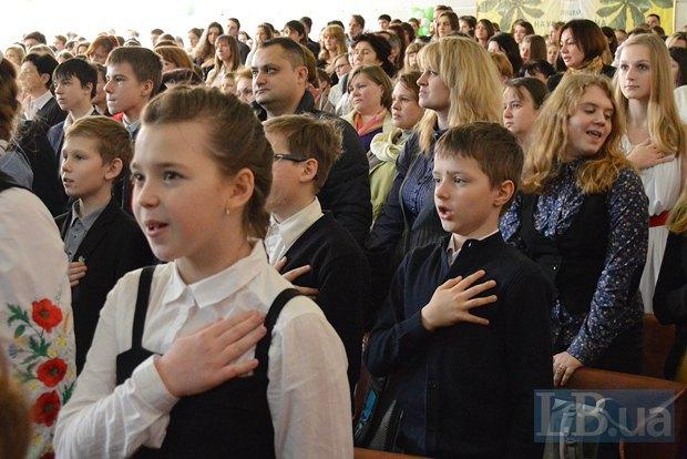 Громче и усерднее, чем песни Океана Эльзы, лицеисты пели только гимн Украины