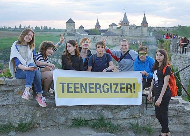 Яна (2я слева) и TEENERGIZER в Каменце-Подольском