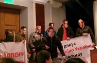 Пресс-конференцию Госкино пытались сорвать молодые люди в масках