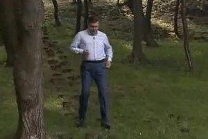 Янукович бегает по пенькам, чтобы быть в форме