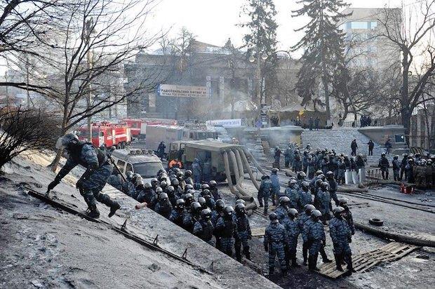 Нацмузей на тлі протистоянь на вулиці Грушевського, січень 2014