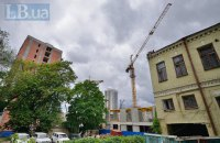 Киевляне жалуются на ведение строительства на месте Сенного рынка в ночное время и выходные дни