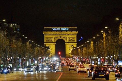 Франция вводит комендантский час из-за ситуации с COVID-19