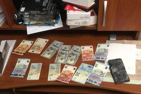 Мошенники, притворяясь банковскими работниками, выманили у киевлян 100 тыс гривен