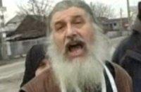 В Киеве священник выкопал тело сожительницы и объявил его мощами