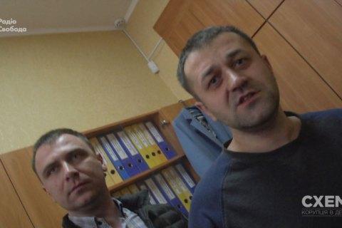 """У сільраді під Києвом напали на журналістів програми """"Схеми"""""""