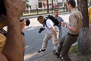 Милиция возбудила дело против сотрудника посольства Грузии за избиение журналиста