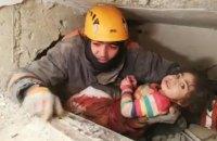 У Туреччині врятували дворічну дівчинку, яка 28 годин провела під завалами