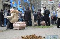 В Киеве участники митинга перекрыли Институтскую улицу