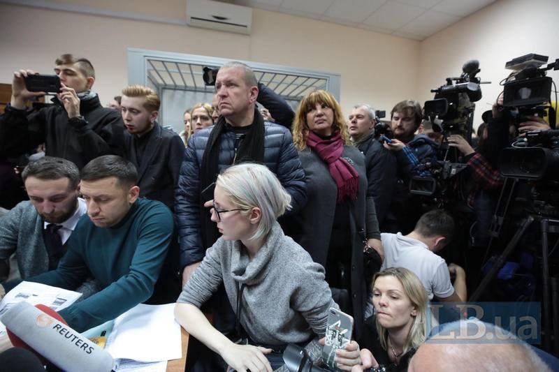 Яна Зинкевич, Михаил Бондарь, Оксана Корчинская, Николай Величкович пришли в суд поддержать Яну Дугарь