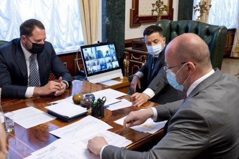 Шмыгаль заявил об определенном росте заболеваемости ковидом из-за майских праздников