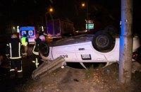 У Києві таксі Uber потрапило в ДТП, водій і пасажир у важкому стані